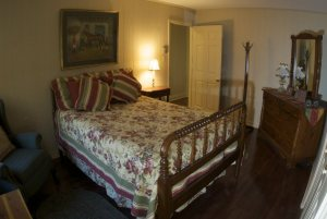 Second Bedroom - Colonial Country Brownstone Cottage